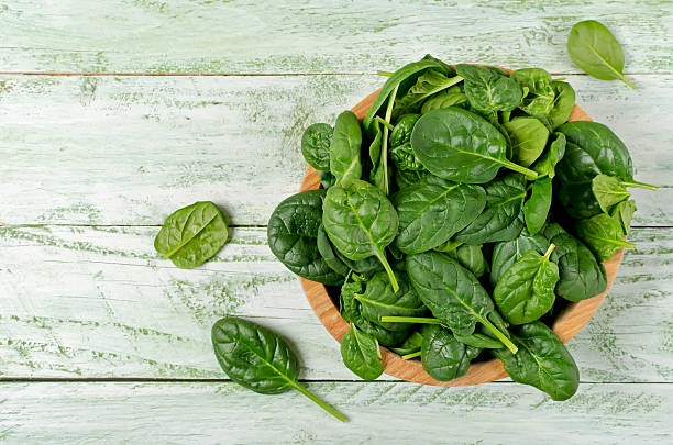 spinach rich in vitamins and minerals - 시금치 뉴스 사진 이미지
