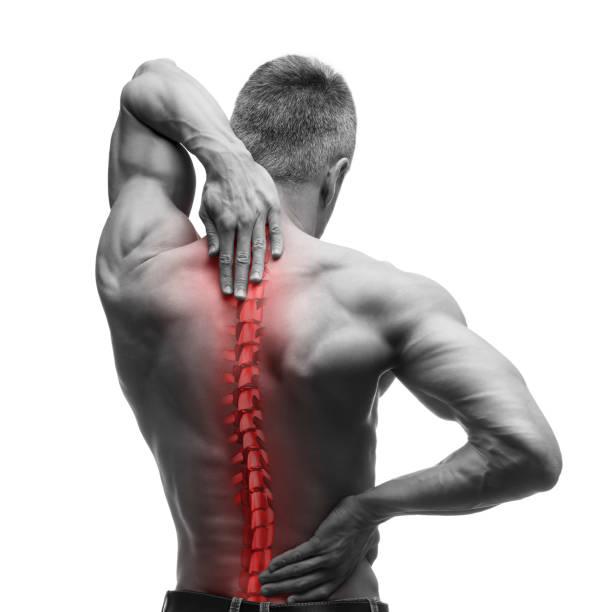 dor de coluna, homem com dor lombar e dor na foto pescoço, preto e branco com vermelho backbone - ortopedia - fotografias e filmes do acervo