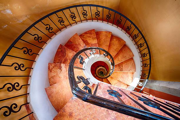 spiral staircase - 黃金比例 個照片及圖片檔