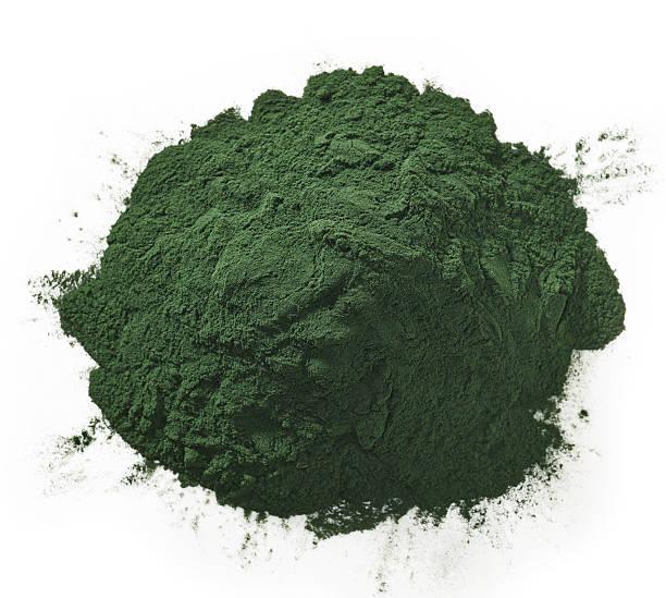 alga spirulina polvo - algas fondo blanco fotografías e imágenes de stock