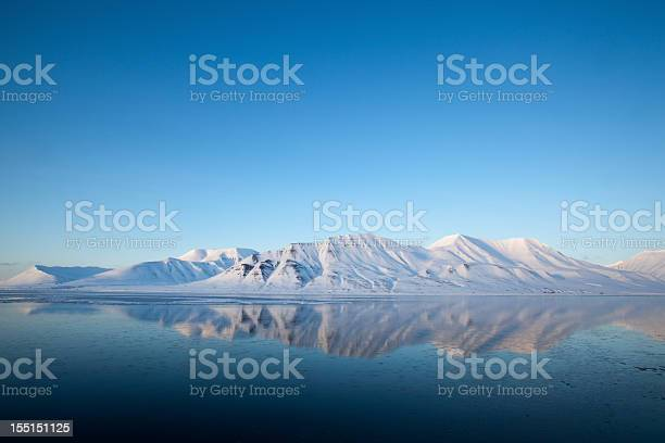 Spitzbergen mountain reflected on the isfjord landscape picture id155151125?b=1&k=6&m=155151125&s=612x612&h=evufhfbpmykyb7ck6lujkbm3sxuhkg6lefvrurhj7n0=