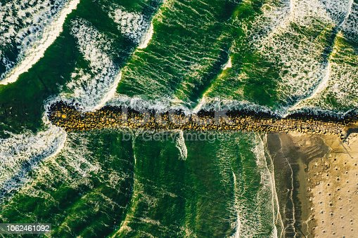 Splashing waves seen from above