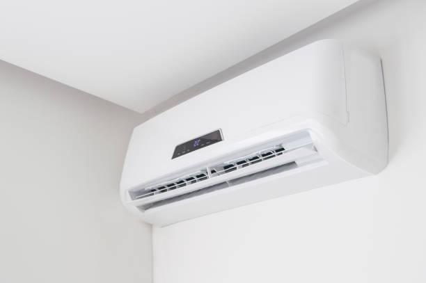 Split Klimaanlage Closeup auf weißen Wand in Wohnung im Haus – Foto
