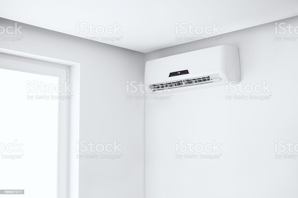 Split air conditioner on a white wall. - foto de stock