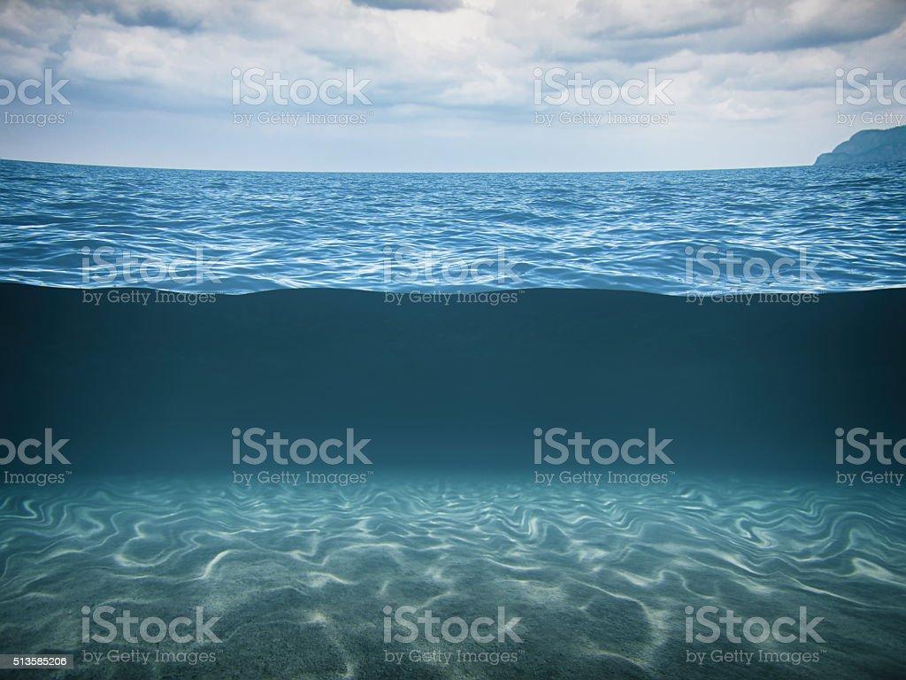 Split vue de la mer d'un bleu profond - Photo