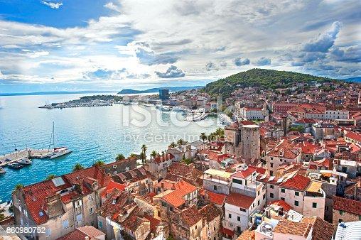 istock Split skyline 860980752