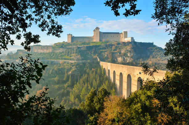 Spoleto (Umbria, Italy) A misty fall day in the charming medieval village in Umbria region. The soft focus depends on dense fog, which, however, creates an evocative atmosphere with Sun rays umbria stock pictures, royalty-free photos & images