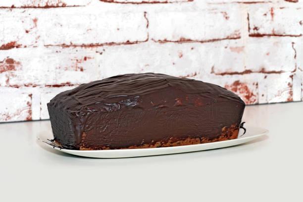 Schwammkuchen, Topfkuchen oder auch Boxkuchen mit Schokoladensauce genannt – Foto