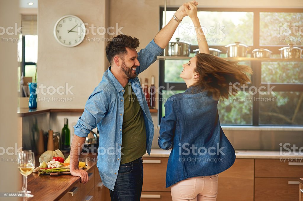 Spontaneous dancing and romancing – Foto