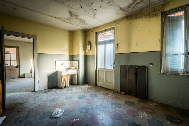 Spooky abandoned house interiors Spooky abandoned house interiors run down stock pictures, royalty-free photos & images