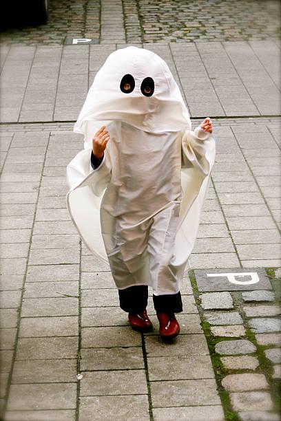 spuk verkleidung - geist kostüm stock-fotos und bilder