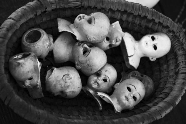 幽靈娃娃頭 - 被砍頭 個照片及圖片檔