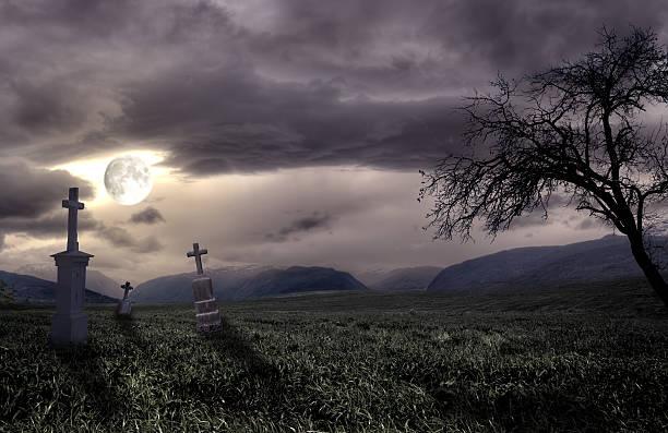 spooky halloween friedhof mit dunklen wolken - plants of zombies stock-fotos und bilder