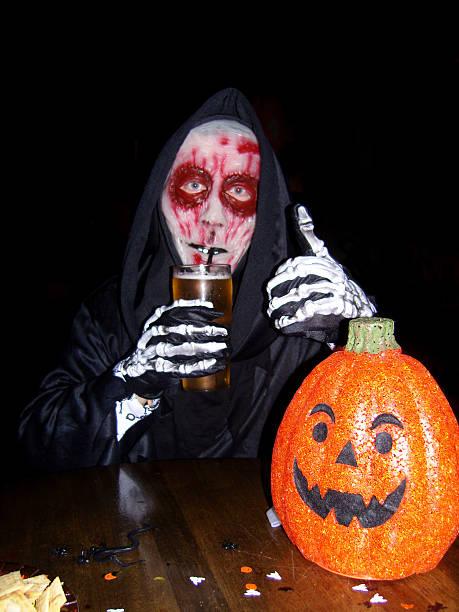 """""""spuk"""" - bier kostüm stock-fotos und bilder"""