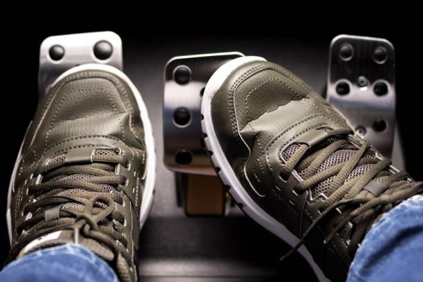 conducción gas y freno de embrague de la prensa deportiva - pedal fotografías e imágenes de stock