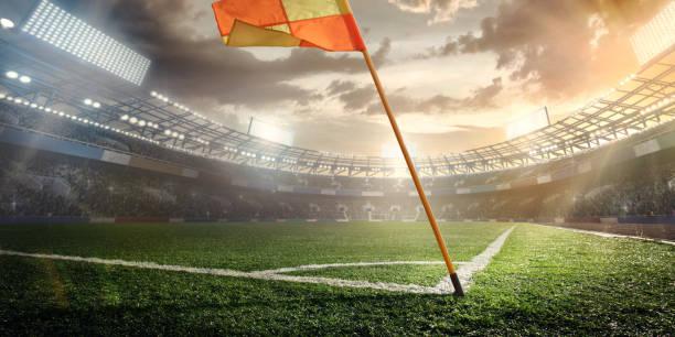 sport. leere fußball fußballplatz mit weißen flecken, grünen rasen textur und orange eckfahne. - fußball poster stock-fotos und bilder