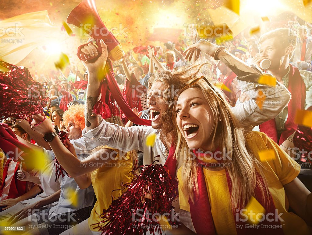 Sport fans: Group of cheering fans - foto de stock