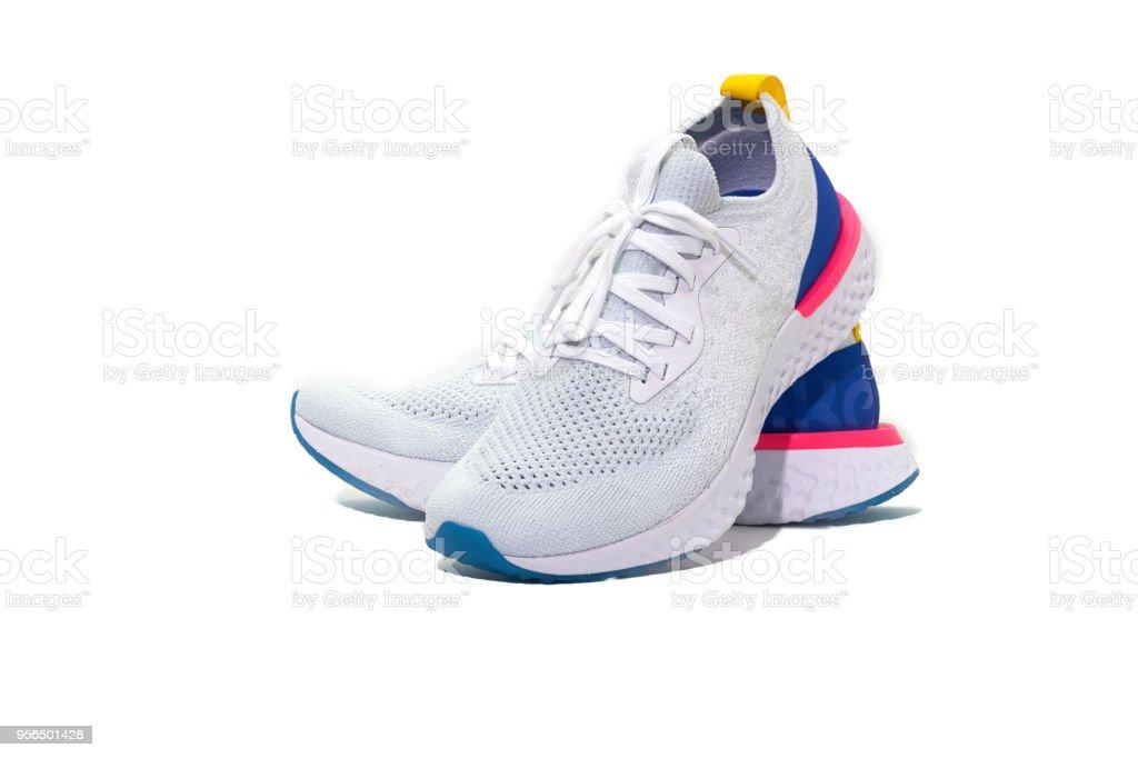 Zapatos de deporte sobre fondo blanco aislada foto de stock libre de derechos