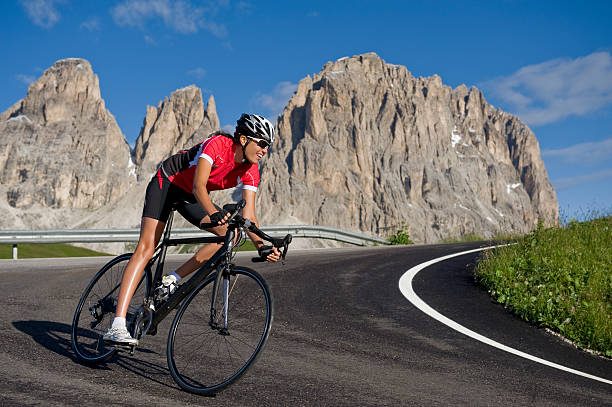 Sportliche Frau auf einem Wettkampf Rad – Foto