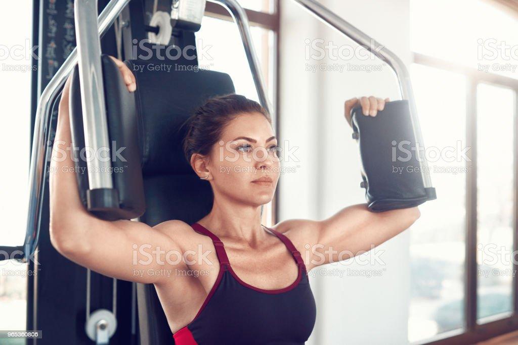 sportive woman exercising zbiór zdjęć royalty-free