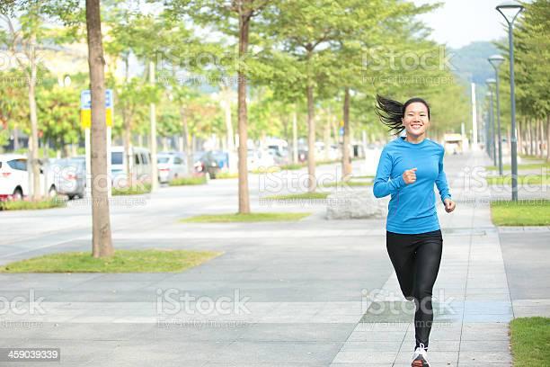 Deporte Mujer Asiática Trotar Foto de stock y más banco de imágenes de Actividad