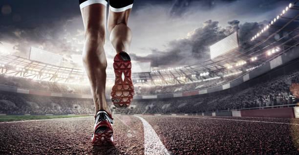 currículo desportivo. pés de corredor rodando em 3d render estádio closeup no sapato. quadro dramático. - atletismo - fotografias e filmes do acervo