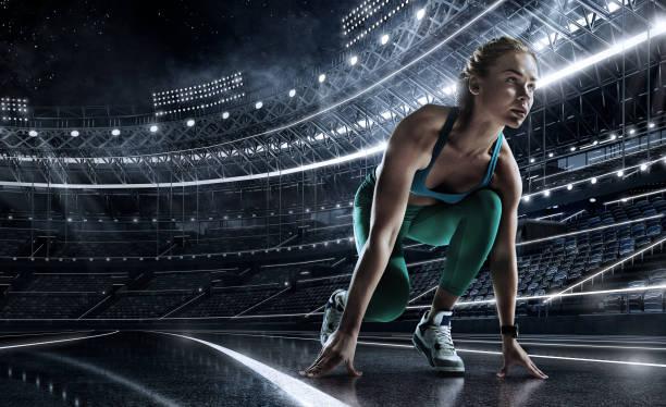 sportlicher hintergrund. läufer an der startlinie des glühenden stadions . futuristische laufstrecke. dramatisches bild. - leichtathlet stock-fotos und bilder