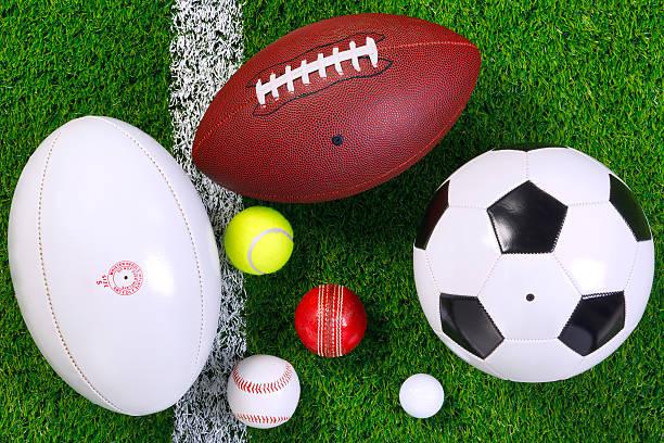 스포츠 볼 수 있는 잔디 위에서. 스톡 사진
