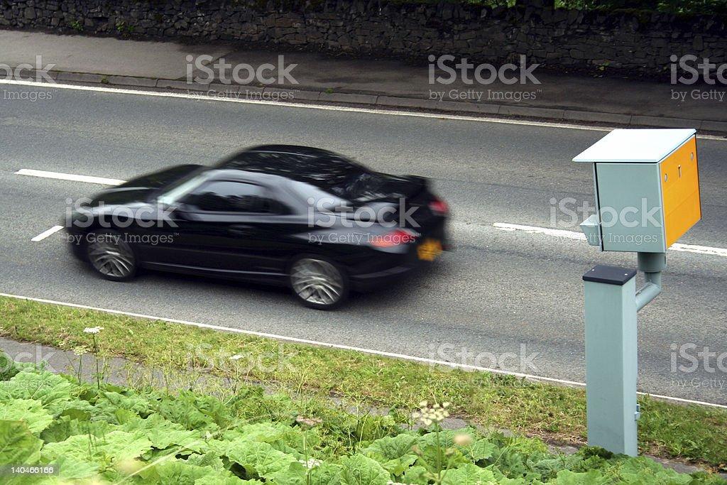 Sport auto passa a Static velocità telecamera - foto stock