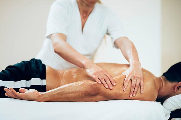 masajes deportes-brazos de hidromasaje - masaje deportivo fotografías e imágenes de stock