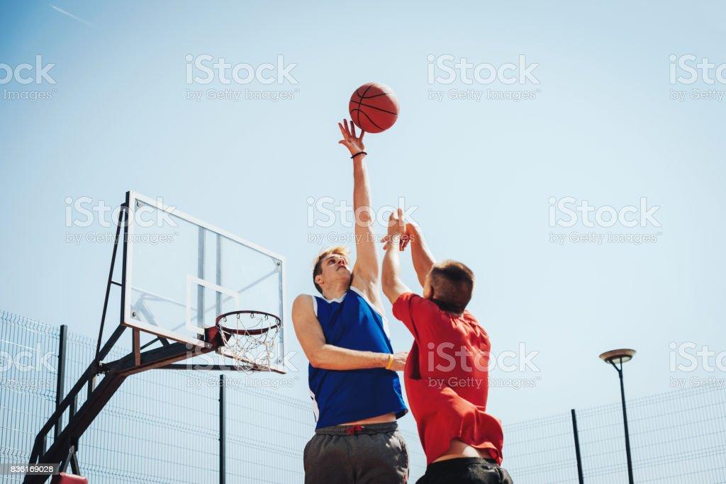 Sport-Rampe für Basketball erschossen – Foto