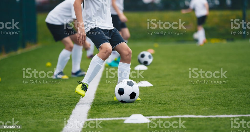 Sports Soccer Players on Training. Boys Kicking Soccer Balls on Practice Session. Kids Playing Soccer on Training Football Pitch. Beginner Soccer Drills for Juniors - Стоковые фото Club Soccer роялти-фри