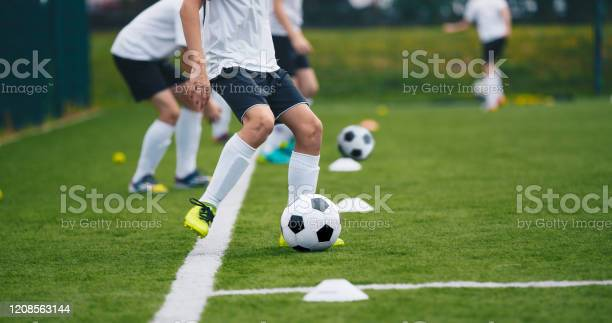 Sports Soccer Players On Training Boys Kicking Soccer Balls On Practice Session Kids Playing Soccer On Training Football Pitch Beginner Soccer Drills For Juniors — стоковые фотографии и другие картинки Club Soccer