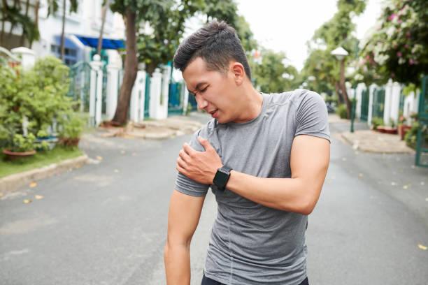 Sportler verrenkte Schulter – Foto