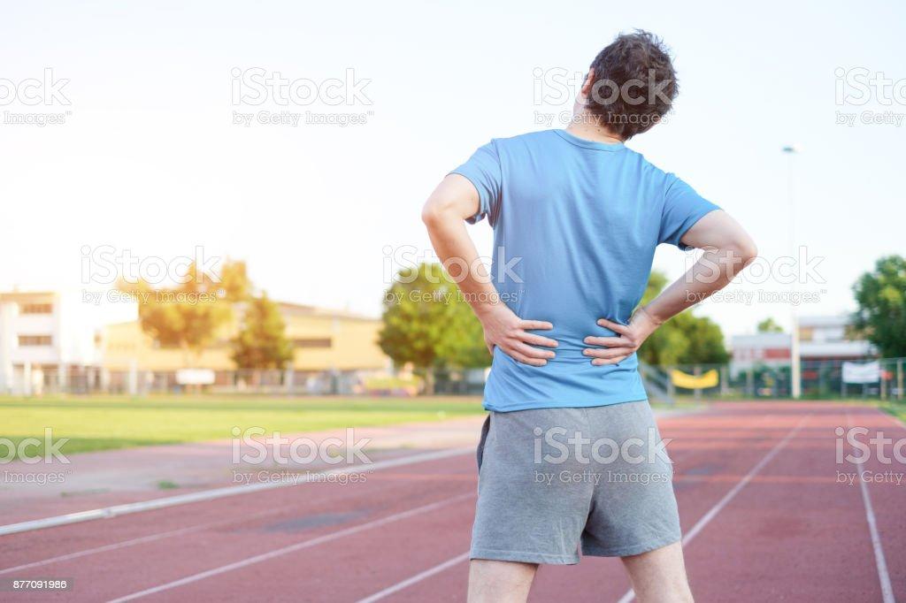 Sportler Gefühl Rückenschmerzen durch Bandscheibenvorfall – Foto