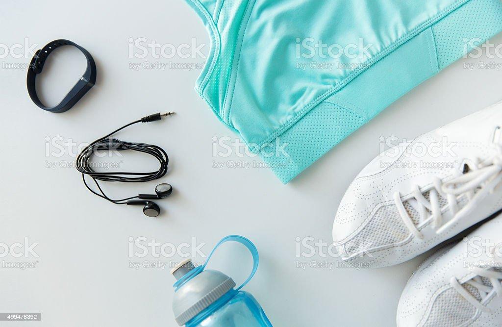 sportswear-Armband, die Kopfhörer und Flasche set – Foto