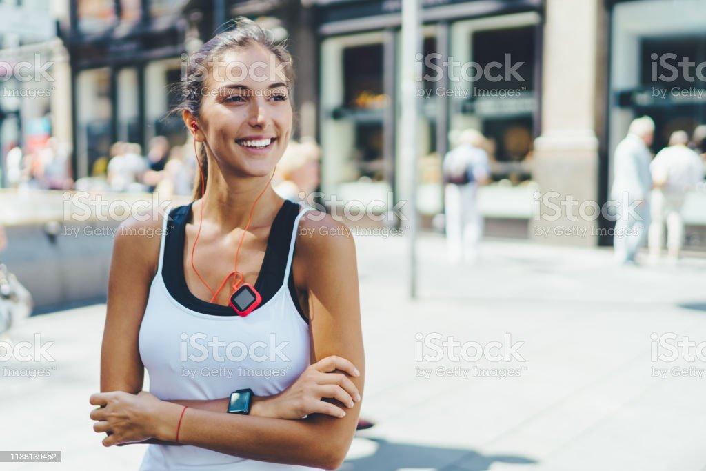 Sportlerin in der Stadt - Lizenzfrei Aktiver Lebensstil Stock-Foto