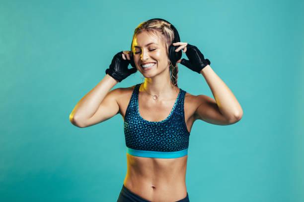 Sportlerin ruht sich nach dem Training aus – Foto