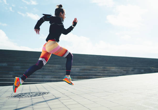 Sportswoman sprinting in the city Young woman running in Barcelona running stock pictures, royalty-free photos & images