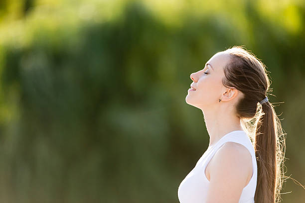 sporty beautiful smiling young woman relaxing - mindfulness stockfoto's en -beelden