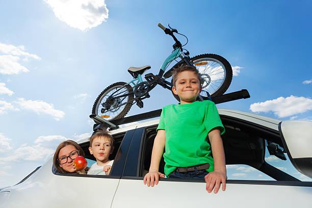 sporty family travelling by car in summer - fahrradträger stock-fotos und bilder