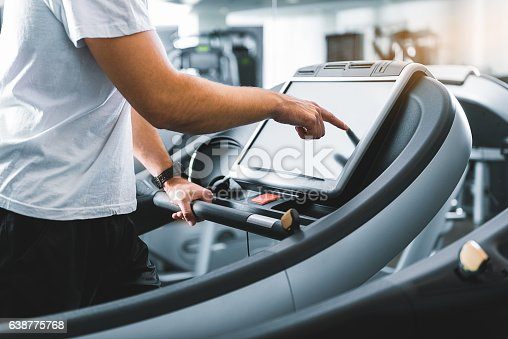 istock Sporty guy using special equipment 638775768
