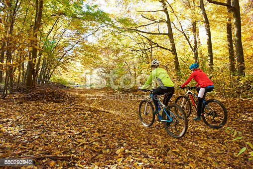 istock Sporty woman outdoor 880293942