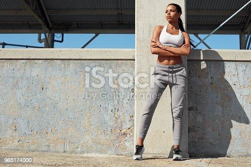 Sporty Woman Ready For Fitness Outdoor Workout - Stockowe zdjęcia i więcej obrazów Biegaczka