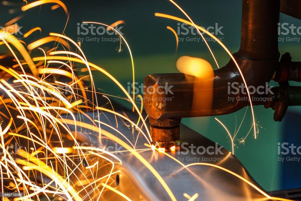 在一家汽車廠點焊焊接機、 汽車部分 免版稅 stock photo