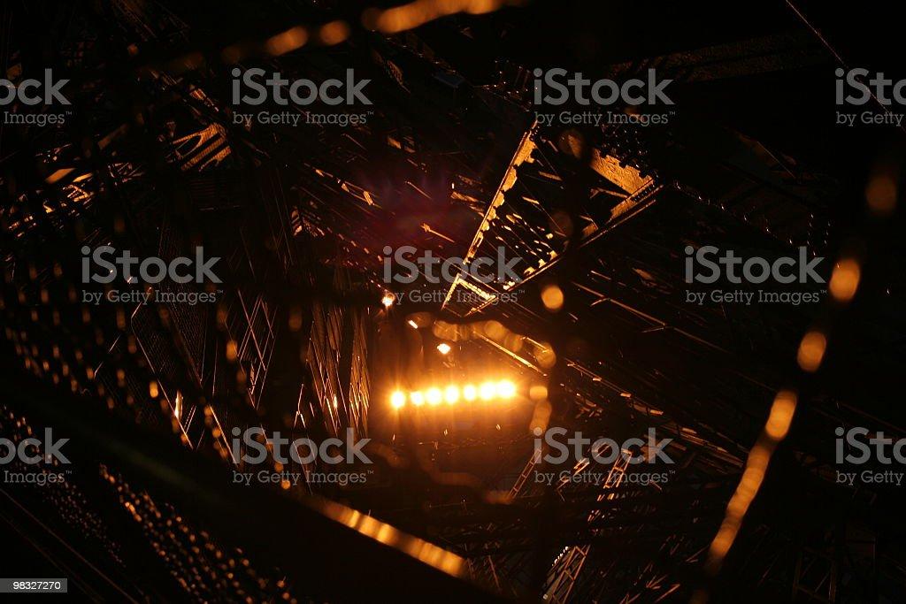 Spotlight su travi e struttura in metallo foto stock royalty-free