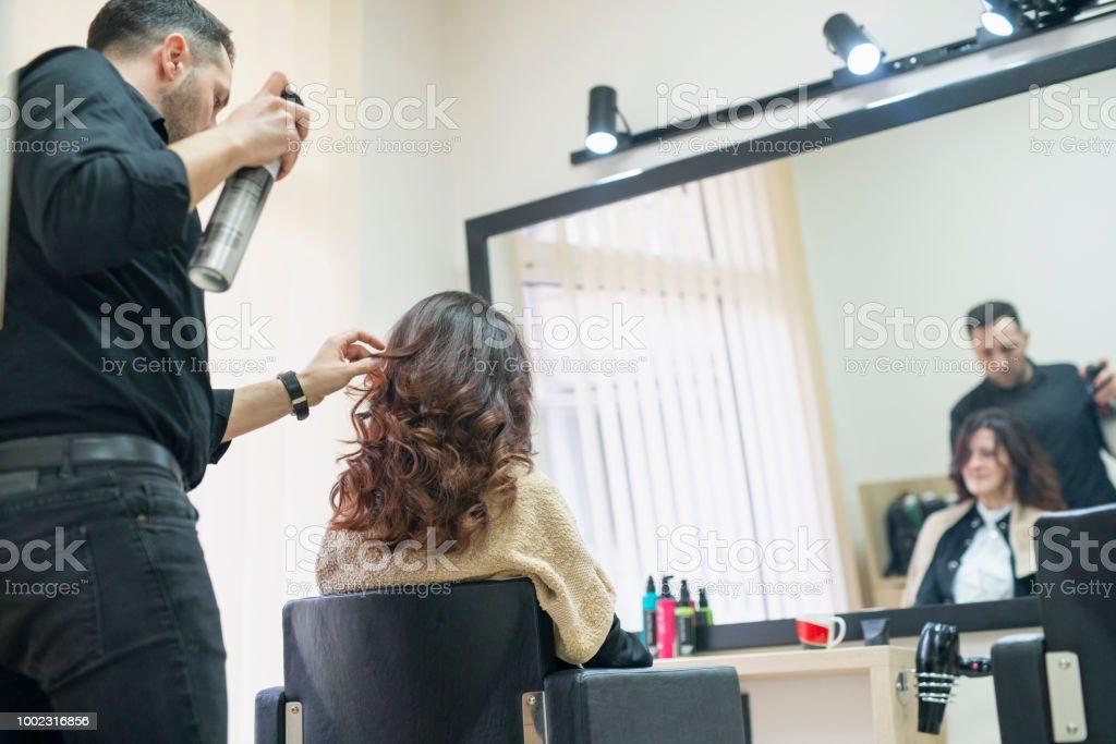 Spraying woman\'s hair