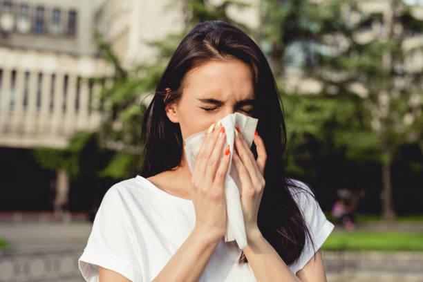 spring allergies and sneezing - influenza malattia infettiva foto e immagini stock