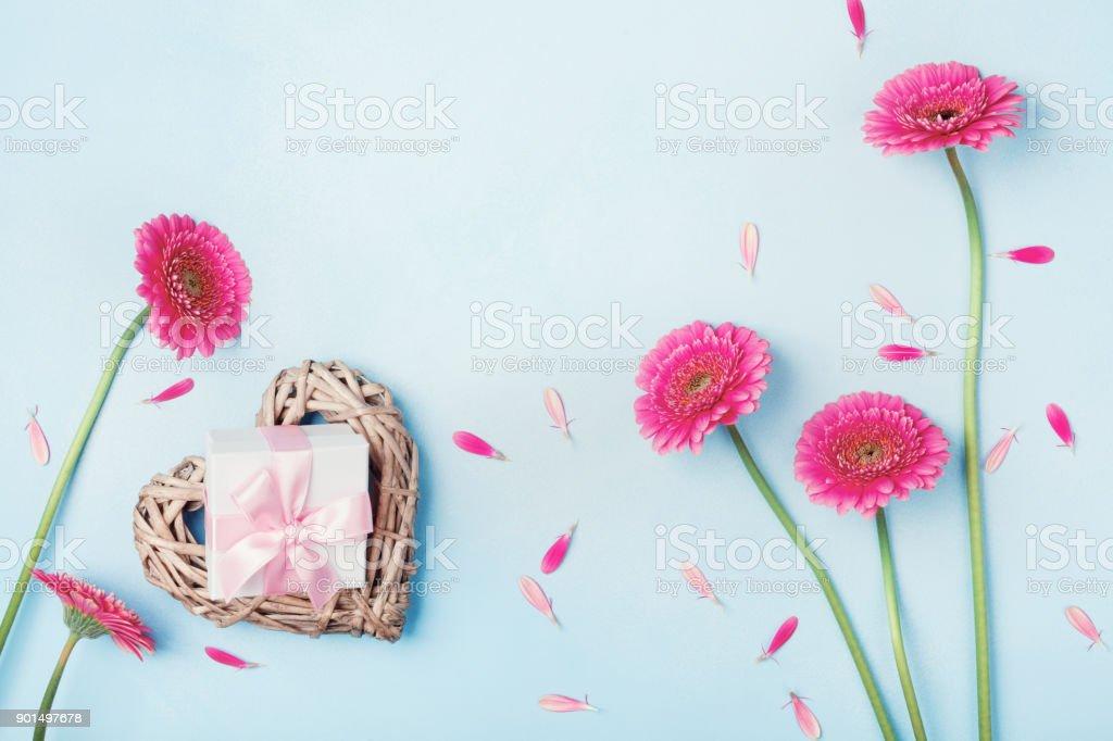 Lente Achtergrond Met Bloemen Hart En Gift Box Op Blauwe