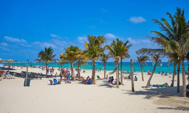 """spring break am strand """"playa del carmen"""" in mexiko - mexikanische möbel stock-fotos und bilder"""